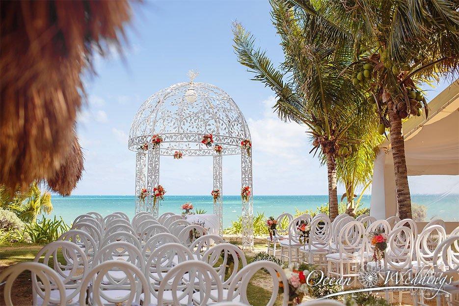 Bodas en Cancún - Vista de gazebo frente al mar