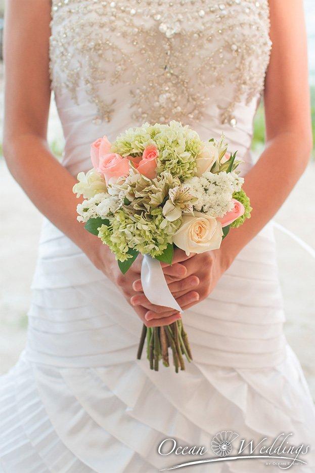 Bodas en Cancún - Ramo de novia con rosas