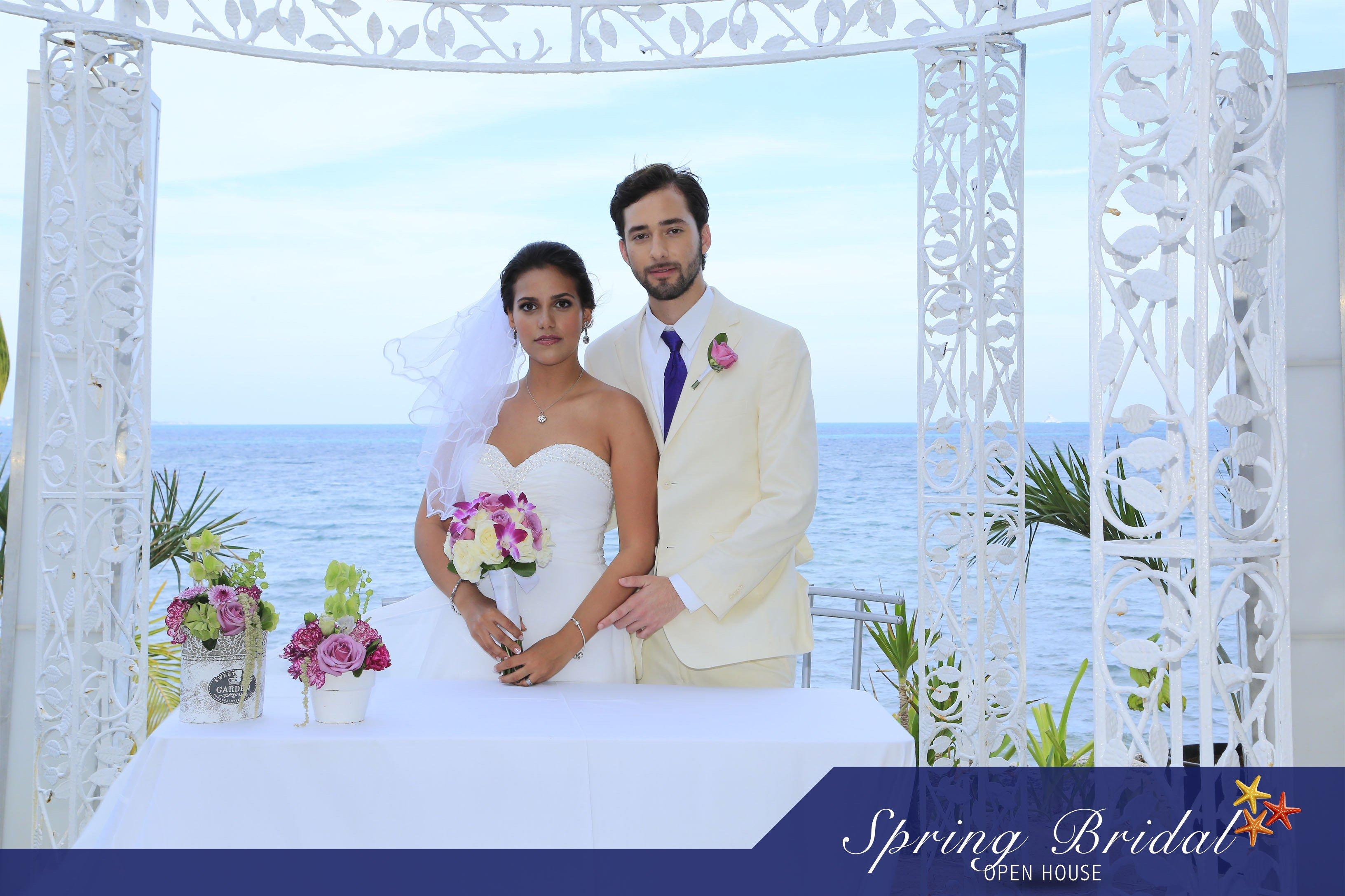 Novios Spring-Bridal-2015 Anfitriones del evento