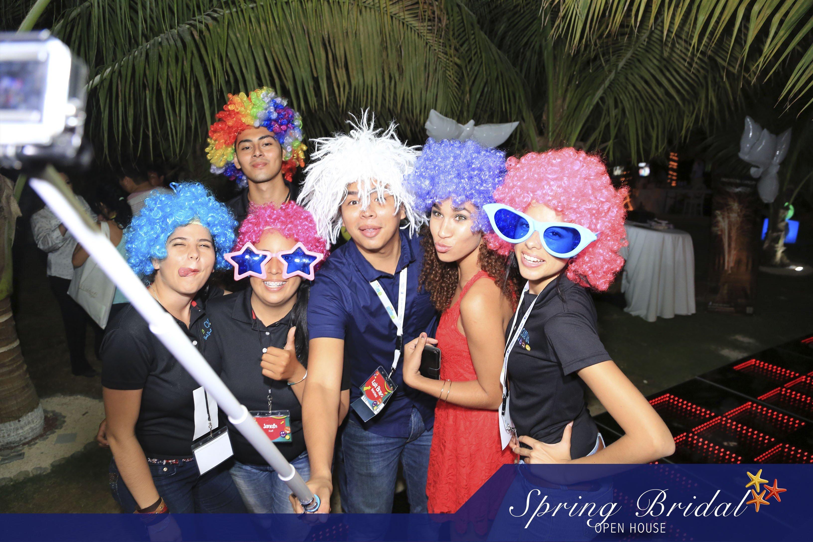 Los selfies no pudieron faltar en el Spring-Bridal-2015