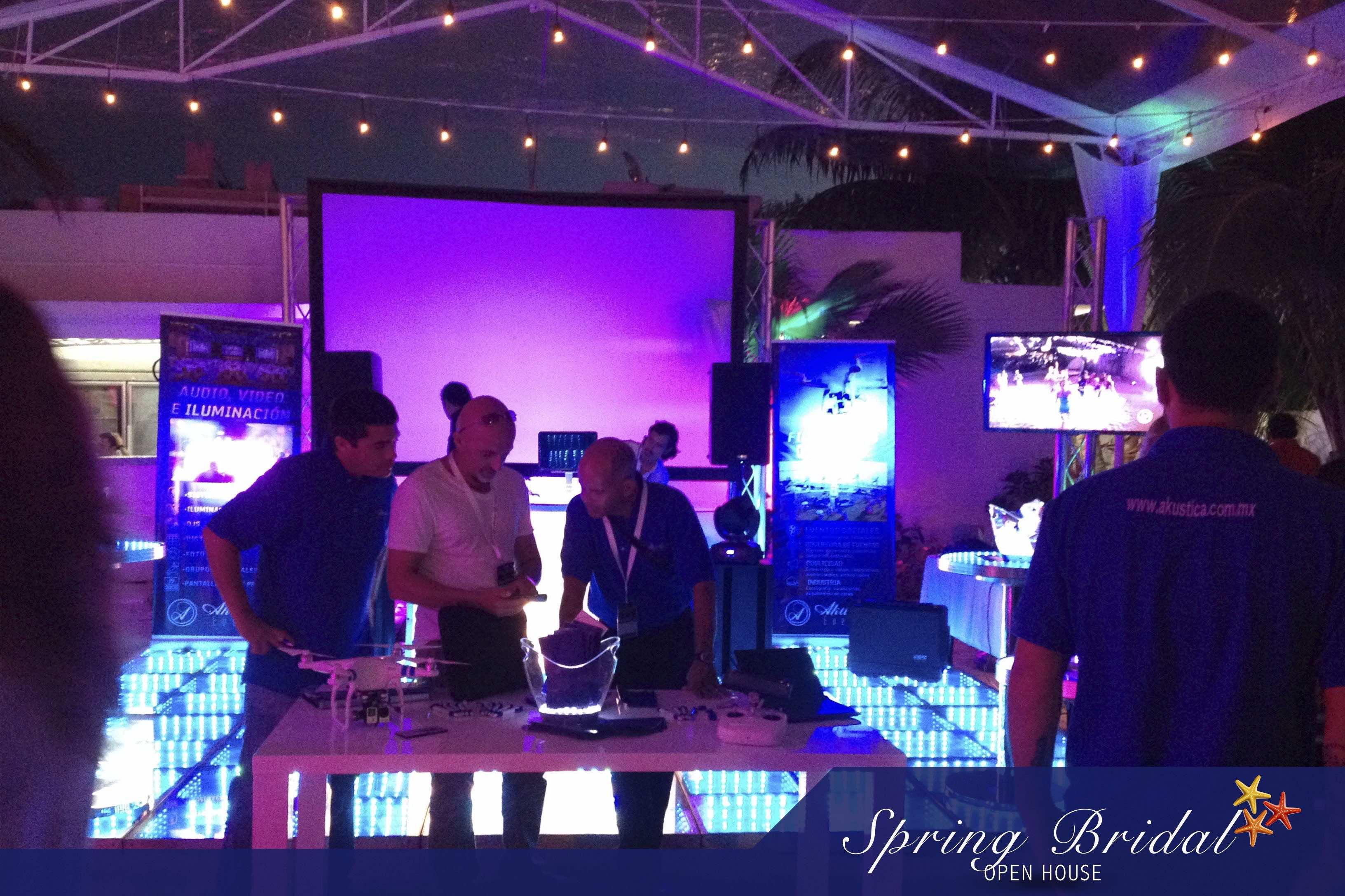 Algunos stands de proveedores en el Spring-Bridal-2015