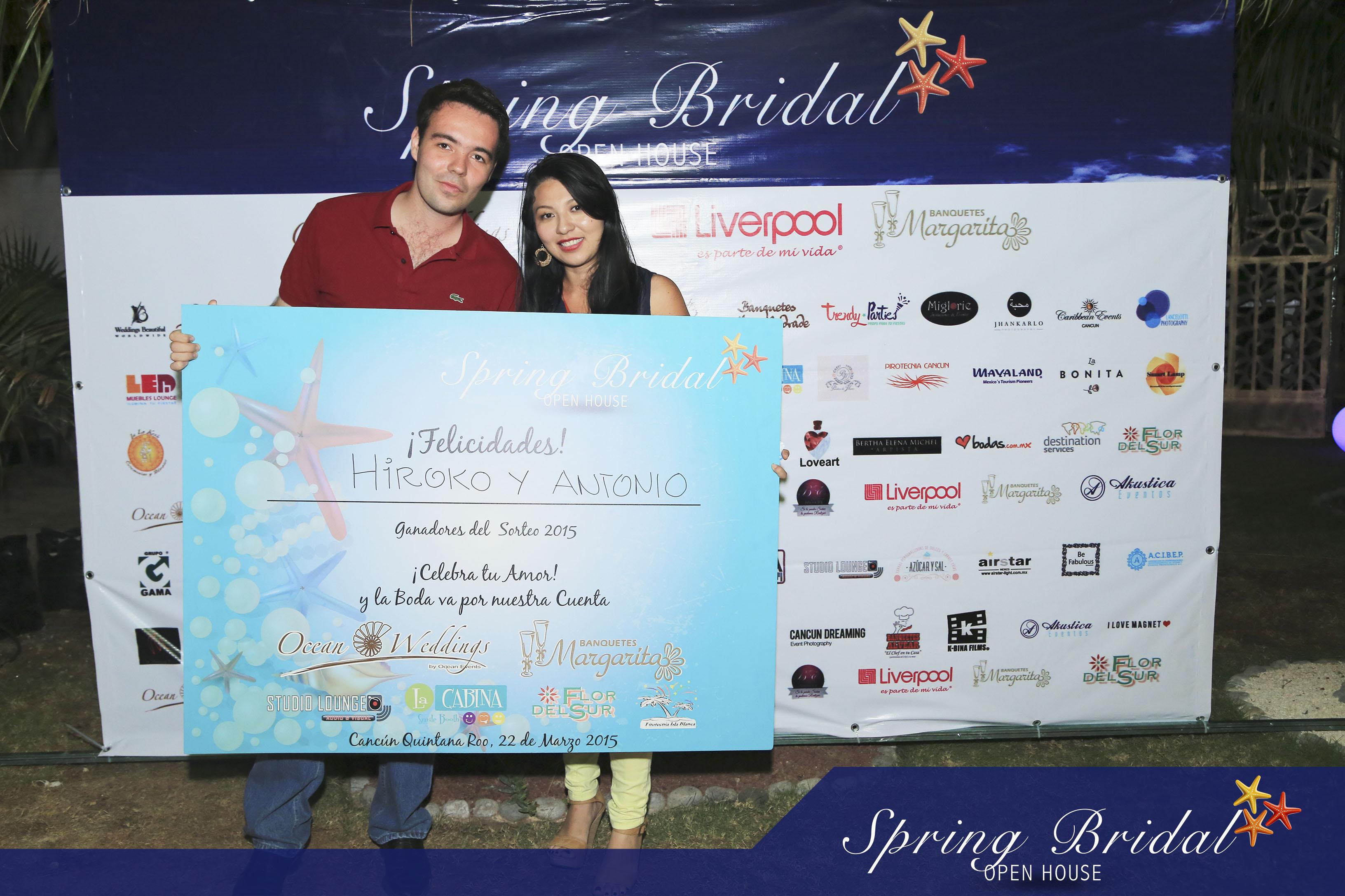 Hiroko y Antonio. Pareja ganadora Spring-Bridal-2015