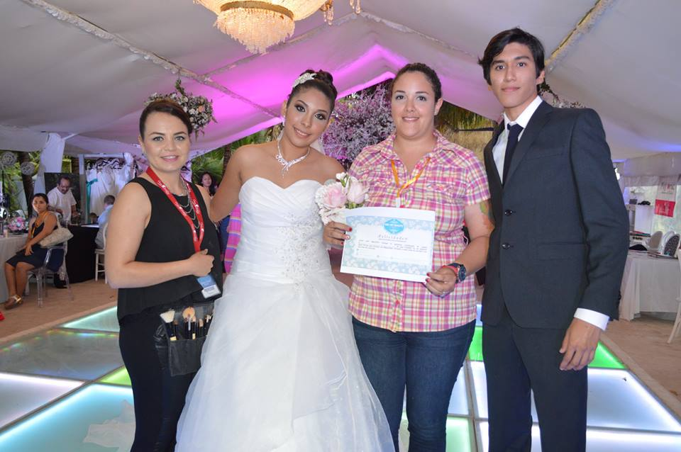 Spring-bridal-Open-House-2016-Ganadora-lanzamiento-de-ramo